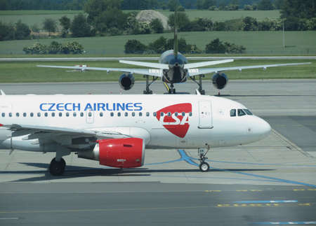 ceska: PRAGUE, CZECH REPUBLIC - CIRCA JUNE 2016: Airbus A319 of the Czechairlines on the runway Editorial
