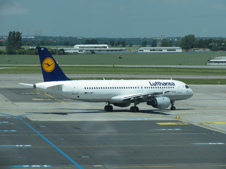 ceska: PRAGUE, CZECH REPUBLIC - CIRCA JUNE 2016: Airbus A320-200 of the Lufthansa airlines getting ready for take off