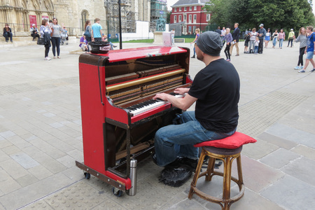 YORK, UK - CIRCA AUGUST 2015: Karl Mullen street piano player performing as usual on the street of York Éditoriale
