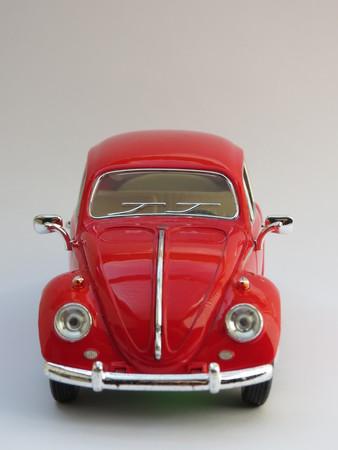 WOLFSBURG, DEUTSCHLAND - CIRCA APRIL 2015: Miniaturdarstellung des Volkswagen Typ-1 aka Classical Beetle aus dem Jahr 1967, hergestellt als Kinderspielzeug in China, ca. 2008