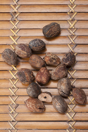 shea nuts near butter, isolated on white background Standard-Bild
