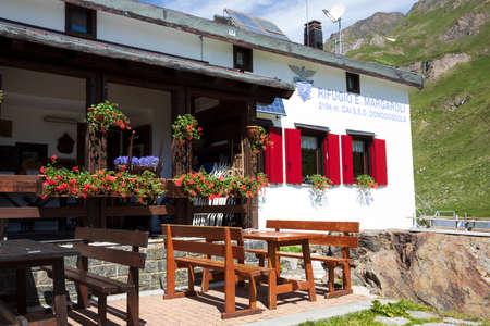 Formazza (VCO), Italy - June 25, 2020: Margaroli retreat at Lake Vannino, Formazza Valley, Ossola, VCO, Piedmont, Italy Editoriali