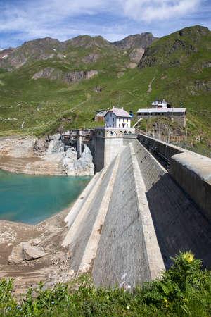 Formazza (VCO), Italy - June 25, 2020: Lake Vannino dam, Formazza Valley, Ossola, VCO, Piedmont, Italy Editoriali