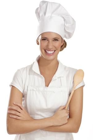 白のさまざまなツールを持つ若い女性シェフ