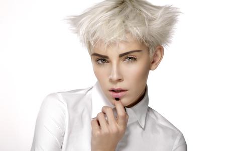 美容モデル金髪ショート髪白の完璧な肌を見せて 写真素材