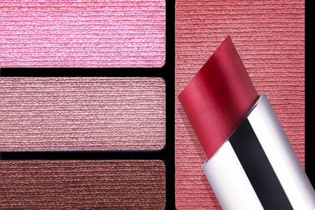 Rottöne Farbpalette nahaufnahme von make-up-zubehör farbpalette rottönen stieg lippen