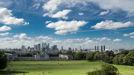 View of Canary Wharf and the Maritime Museum from Greenwich Park in London (UK) Editöryel