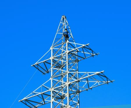 torres el�ctricas: Linieros poder a trabajan en una torre de la torre.