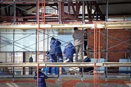 段階で建設サイトが完了したら、ガラス ステンド グラスのワーキング セット