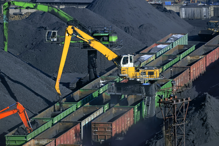 unloading: coal unloading of wagons with special cranes
