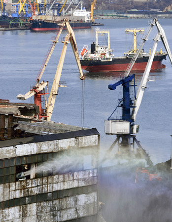 water cannon in the port watered the storehouse with coal for lack of dust Banco de Imagens
