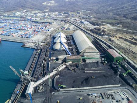 Work in port coal handling terminal Closed type . Editorial