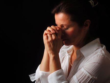 Belle dame avec les yeux fermés dans une prière fervente  Banque d'images - 2410473