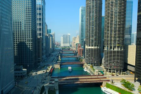 A daytime view of the Chicago River, seen from above Imagens