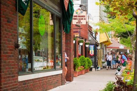 ソーガタック、ミシガン州 - 2011 年 9 月 4 日: 多くのショップやギャラリー ソーガタックのこの魅力的なミシガン湖のリゾート地へ労働日の週末の