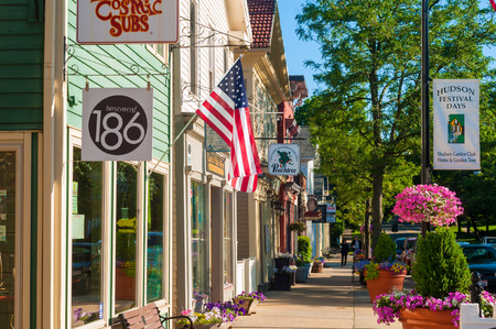 HUDSON, OH - JUNE 14, 2014  Quaint shops and businesses give Hudson 報道画像