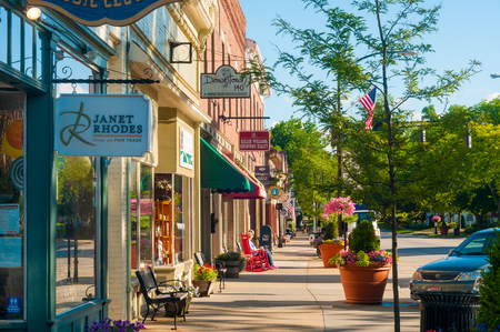 HUDSON, OH - JUNE 14, 2014: Quaint shops and businesses that go back more than a century give Hudson 報道画像