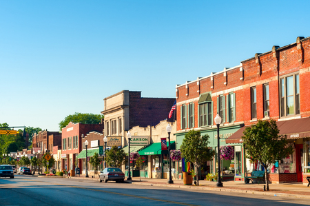 BEDFORD, OH - JULY 25, 2015: With many old buildings over a century old, this southeastern Cleveland suburb retains a small-town America look and atmosphere. Redactioneel