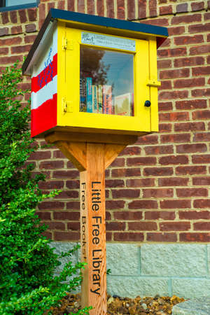 GOODLETTSVILLE, TN - AUGUST 22, 2017: A Little Free Library exchange box stands next to a public building. Little Free Library promotes free sharing of books in exchanges all over the country, Editoriali