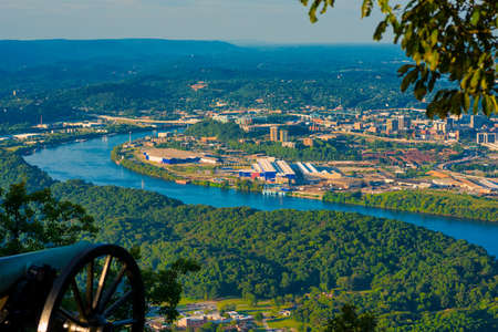Civil War cannon on Lookout Mountain aiming toward Chattanooga, Tennessee Foto de archivo