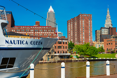 CLEVELAND, OH - MAY 25, 2018: The Nautica Queen, a popular ship for dinner cruises on the Cuyaghoa River and Lake Erie, rests at her dock with downtown Cleveland behind. Archivio Fotografico - 108551649