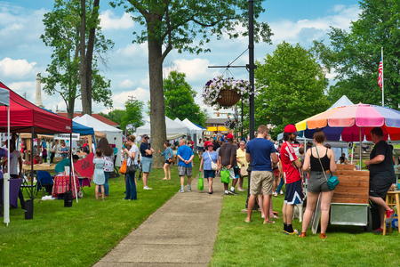 TWINSBURG, OH - JUNE 9, 2018: Visitors gather around vendor booths for A Taste of Twinsburg, an outdoor culinary and arts festival held one Saturday in summer on the town square. 新闻类图片