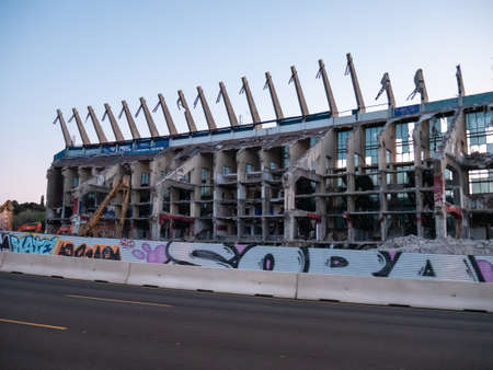 Madrid, Spain; 04/30/2020: Demolition of the Vicente Calderon football stadium that was home to Club Atlético de Madrid from 1966 to 2017 新聞圖片