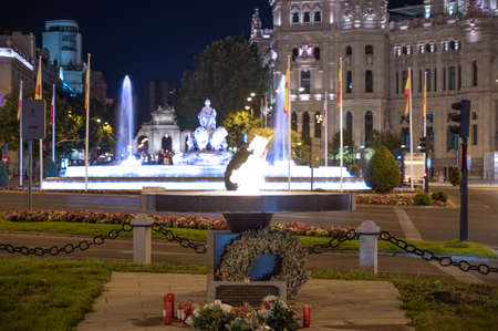 Madrid, Spain; 06/08/2020: Monument in tribute to the victims of Covid-19 consisting of an eternal flame in front of the Plaza de Cibeles and the city hall in Madrid, Spain Redakční
