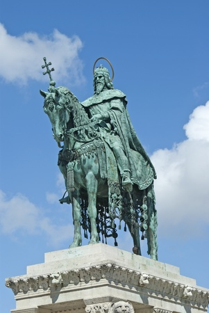 Saint Stephen was the first King of Hungary who converted the tribes to Christianity  Statue at Budapest in front of The Fisherman 스톡 사진