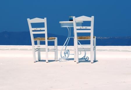 산토리니 섬, 그리스의 해변에서 아름 다운 카페테리아,