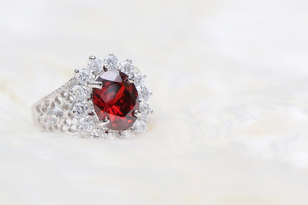 zafiro: red gemstone on diamond ring
