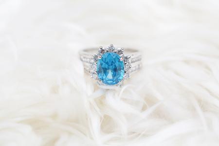 diamond ring and blue gemstone Stockfoto