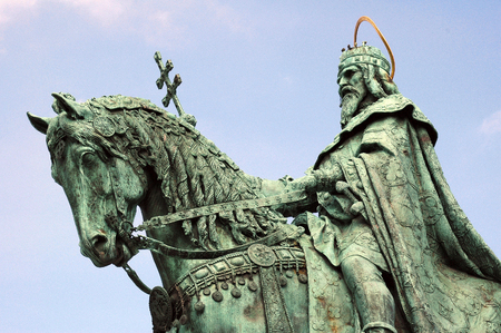 bl: A bronze statue of Stephen I of Hungary mounted on a horse, erected in 1906, can be seen between the Bastion and the Matthias Church. The pedestal was made by Alajos Stróbl, based on the plans of Frigyes Schulek, in Neo-Romanesque style, with episodes ill