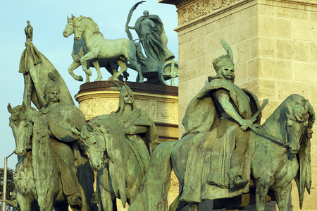 t square: Heroes Square has statues Representing the founders of the Hungarian nation over 1100 years ago. H�sök tere (meaning Heroes Square in Hungarian) is one of the major squares of Budapest, Hungary, rich with historic and political connotations. It lies