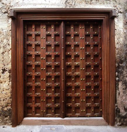 porte bois: Porte de style de Zanzibar Banque d'images