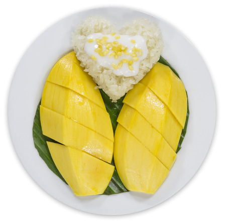 Mango and coconut milk on sticky rice Stock Photo - 24876685