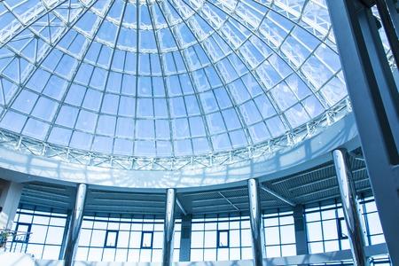 ガラスと高層ビルのドームの形の金属のオリジナル デザイン 写真素材