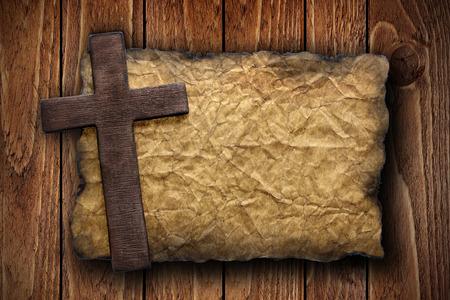 古い紙にカットのうち木を渡る木材の背景、宗教、または概念設計に最適