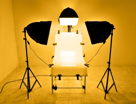 halogen lighting: Photo lighting studio table with halogen soft box