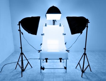 Foto studio di illuminazione tavolo con soft box alogena Archivio Fotografico - 20998333