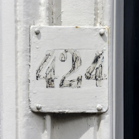 house number four hundred and twenty-four, Stock Photo - 14196090