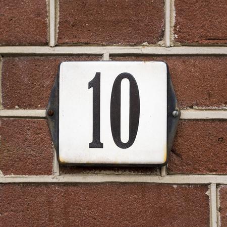 numero diez: número de la casa esmaltado diez