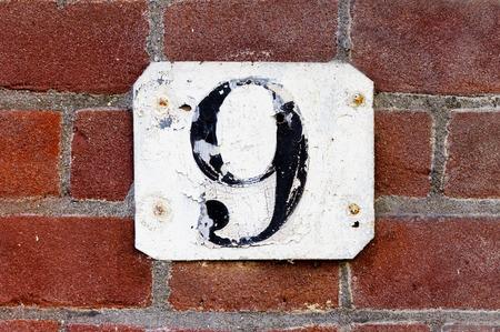 numero nueve: degradado número de casa nueve.