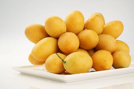 Marian Pflaume Obst auf wei�em Hintergrund - ASIA FRUIT Lizenzfreie Bilder
