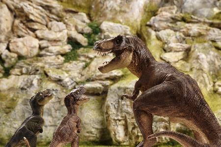 detailliertes Miniatur Berg Modell mit Dinosaurier-