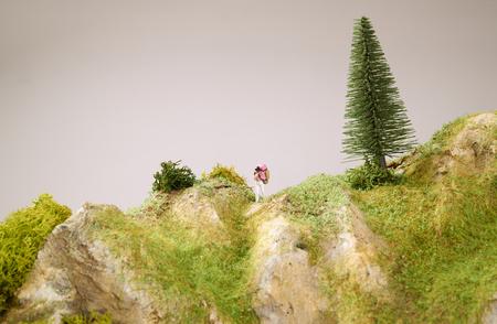 Kleine Spielwaren mit Modell Berg. Close up Foto. Lizenzfreie Bilder