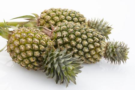 Saftige reife Ananas isoliert auf wei�em Hintergrund Lizenzfreie Bilder