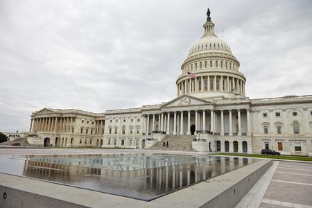 曇りの日のワシントン DC、米国議会議事堂