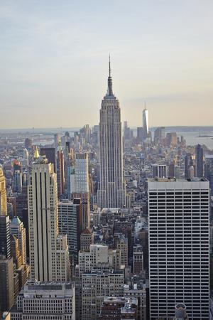 アット サンセット - アメリカ合衆国ニューヨーク市のスカイライン空撮 写真素材