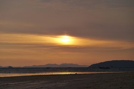 Sun rise over the tropical sea Lizenzfreie Bilder
